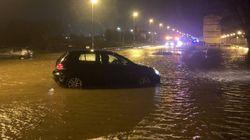 Inundaciones en todo el casco urbano de Reinosa (Cantabria), con el agua ahora