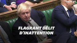 Boris Johnson n'aurait pas dû jouer avec son portable à ce