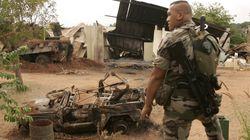 En rendant hommage aux victimes de Bouaké, Macron rouvre un dossier