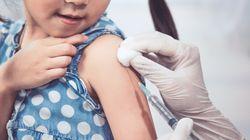 La bimba ha una malattia rara, i compagni d'asilo si vaccinano per accoglierla e giocare con