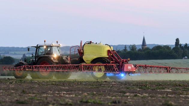 Les pesticides devront être pulvérisés à au moins cinq mètres des