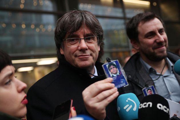 Puigdemont y Comín se acreditan como eurodiputados e irán en enero al pleno de