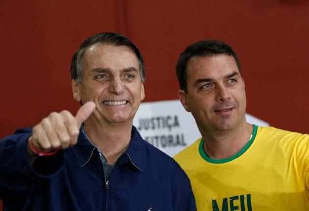 Jair Bolsonaro, con su hijo Flavio, en una imagen de