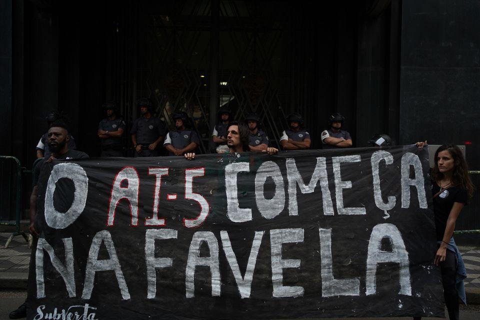De acordo com o relatório final da CPI dos autos de resistência no Rio, 98% dos casos de...