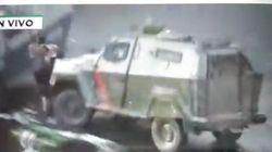 Una tanqueta de la Policía chilena atropella a un manifestante en