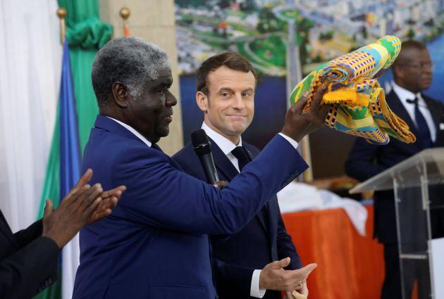 Le jour de ses 42 ans, Emmanuel Macron a été fait chef traditionnel en Côte d'Ivoire....
