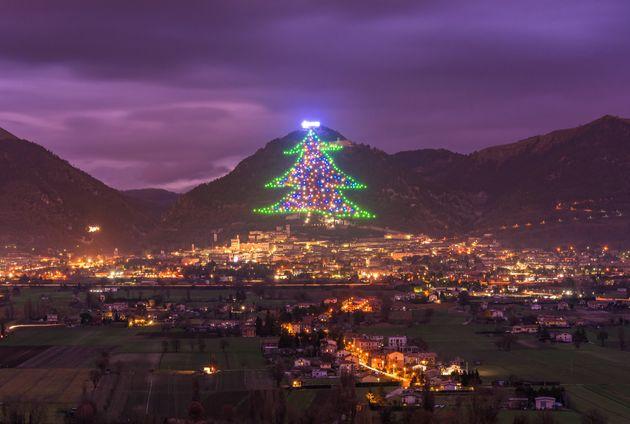 A medieval Gubbio, na Itália central, é conhecida por ter a maior árvore de Natal...