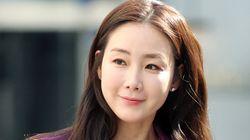 배우 최지우가 2세 임신 소식을