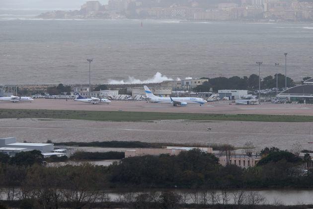 En Corse, l'aéroport d'Ajaccio sous les