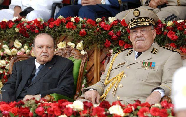 En juin 2012, Abdelaziz Bouteflika (à gauche) et son chef des armées Ahmed Gaid Salah,...