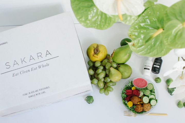 "I snagged a sample box for review to <a href=""https://fave.co/2QNWmv5"" target=""_blank"" rel=""noopener noreferrer"">try out Sakara</a> for myself. Here's what I thought."