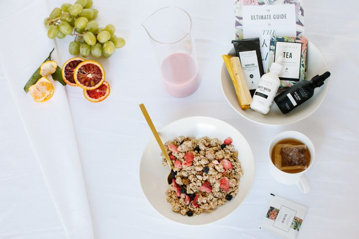 "The service offers either a three-day or five-day meal options that includes breakfast, lunch and dinner. The cost ranges from around $56 to $80 per day. Sakara also offers detox teas and supplements<a href=""https://fave.co/2QNWmv5"" target=""_blank"" rel=""noopener noreferrer""> as separate add-ons</a>.&nbsp;"