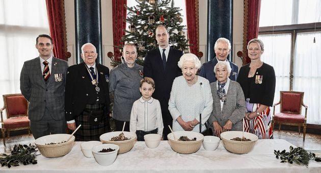 La familia real con los veteranos de