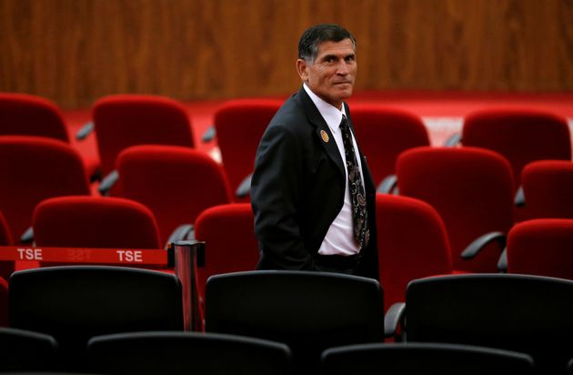 Vítima do método de fritura, o ex-ministro Santos Cruz chamou atitude do presidente de...