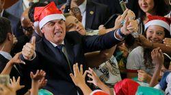Bolsonaro concede indulto natalino a policiais e militares condenados por crimes