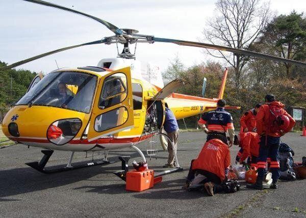 企業の協力を得て手配したヘリコプター=シビックフォース提供