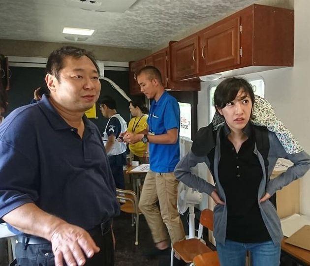 西日本豪雨の被災地を訪れた大西健丞さん(左)と村上絢さん=村上財団提供