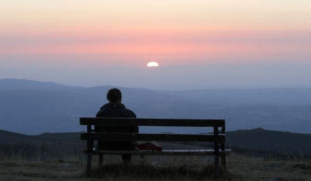 Un 43,6% de los españoles sufren aislamiento social o se sienten
