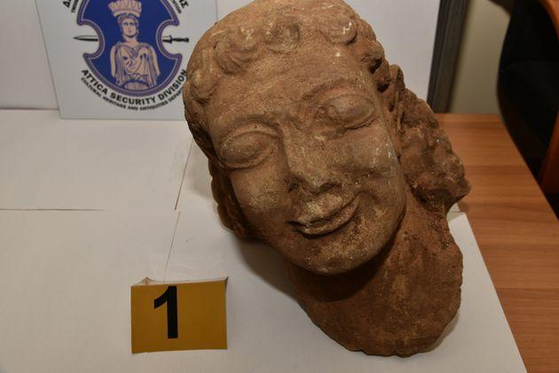 Βίντεο-Φώτο: Πουλούσε Κούρο του 6ου π.Χ. για 500.000