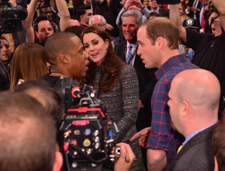 """El duque y la duquesa se encuentran con Jay-Z y Beyonc y eacute; en un maniobra de los Nets-Cavaliers en Brooklyn en diciembre de 2014. & nbsp; """"width ="""" 720 """"height ="""" 545 """"/> </div> <p> <span aria-hidden="""