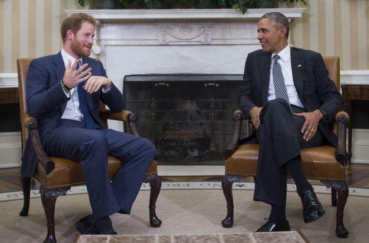 """Harry palabra con el presidente Obama durante una reunión en la Oficina Oval de la Casa Blanca el 28 de octubre de 2015. """" satisfecho = """"720"""" cumbre = """"475"""" /> </div> <p> <span aria-hidden="""