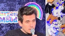 Ο John Mayer Τραγουδάει Ένα Σχετικό Τραγούδι Των Χριστουγέννων Για Ένα Φαρμακείο Αλυσίδα