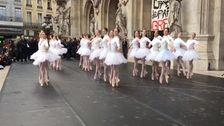 パリオペラ座のBallerinasダンスに対する抗議と年金改革-フランス