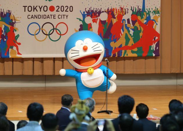 国際オリンピック委員会(IOC)総会を前に、2020年オリンピックの東京招致委員会が開いたイベントに登場したドラえもん=2013年