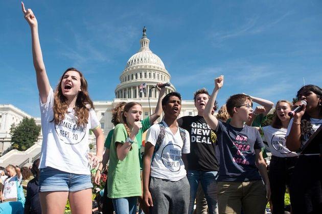 若い環境活動家たちが気候ストライキに参加した。2019年9月20日ワシントン