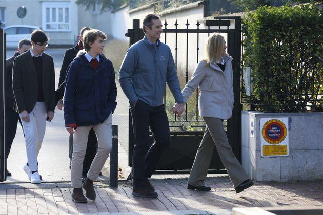 Iñaki Urdangarin y su familia, dando un paseo el Día de