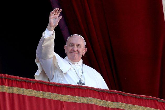 Le pape François livre son message de bénédiction de Noël «Urbi et Orbi»...