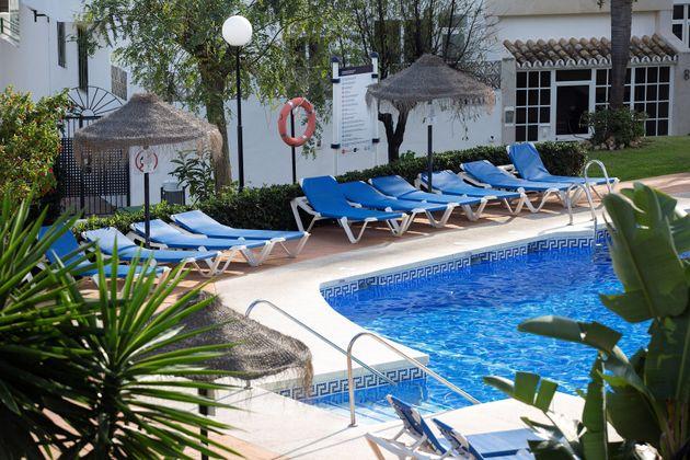 Vista de la piscina donde un hombre de nacionalidad británica y dos de sus hijos menores de edad fallecieron