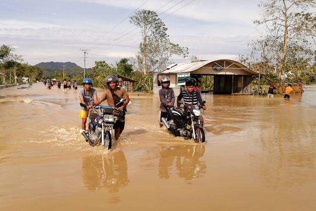Φιλιππίνες: Τουλάχιστον 16 νεκρούς αφήνει πίσω του ο τυφώνας