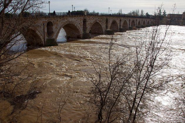 El río Duero alcanza su caudal máximo a su paso por
