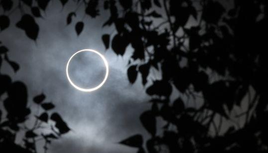 Το «δαχτυλίδι της φωτιάς»: Εικόνες από την τελευταία έκλειψη του