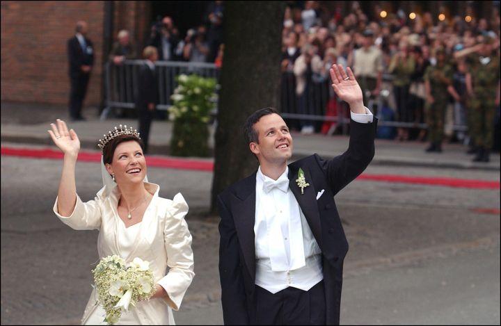 Marta Luisa de Noruega y Ari Behn, en su boda en mayo de 2002.