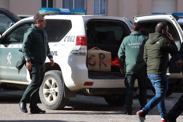 Agentes de la guardia civil, en una operación antidroga en una imagen de