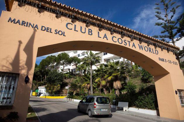 Vista de la entrada de la urbanización Club La Costa de Mijas