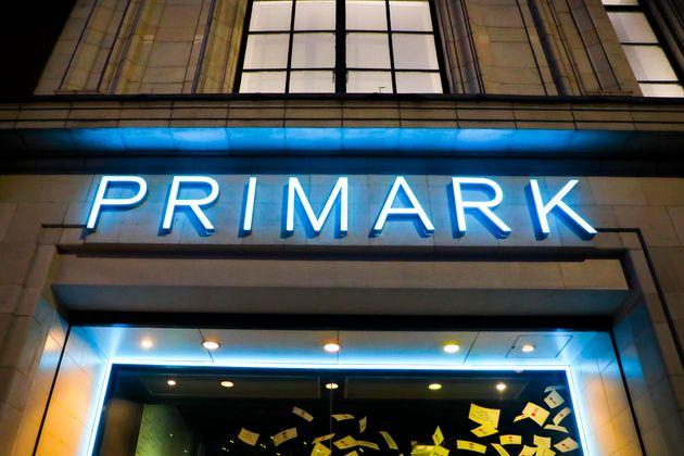 Entrada de una tienda Primark en