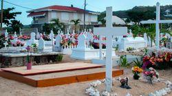 La sépulture de Johnny à St-Barth menacée par le sable et les crabes, alerte l'avocat de