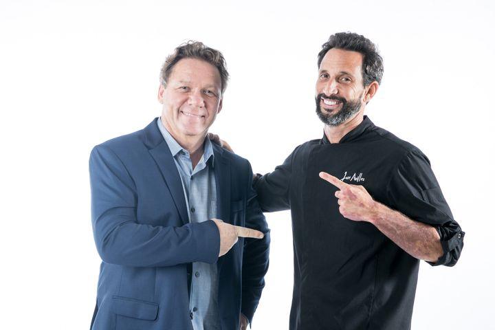 """José Avillez e Claude Troisgros, companheiros de cena em """"Mestre do Sabor""""."""