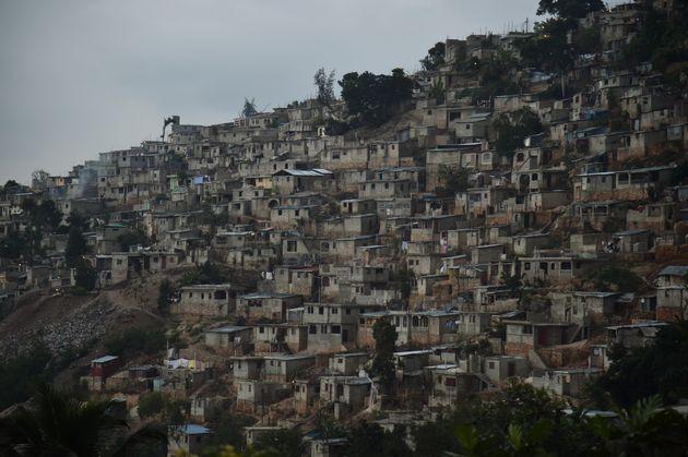 Casas en una montaña en las afueras de Puerto