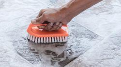 床・網戸・鏡のお掃除に。使いやすいクリーニンググッズ5選
