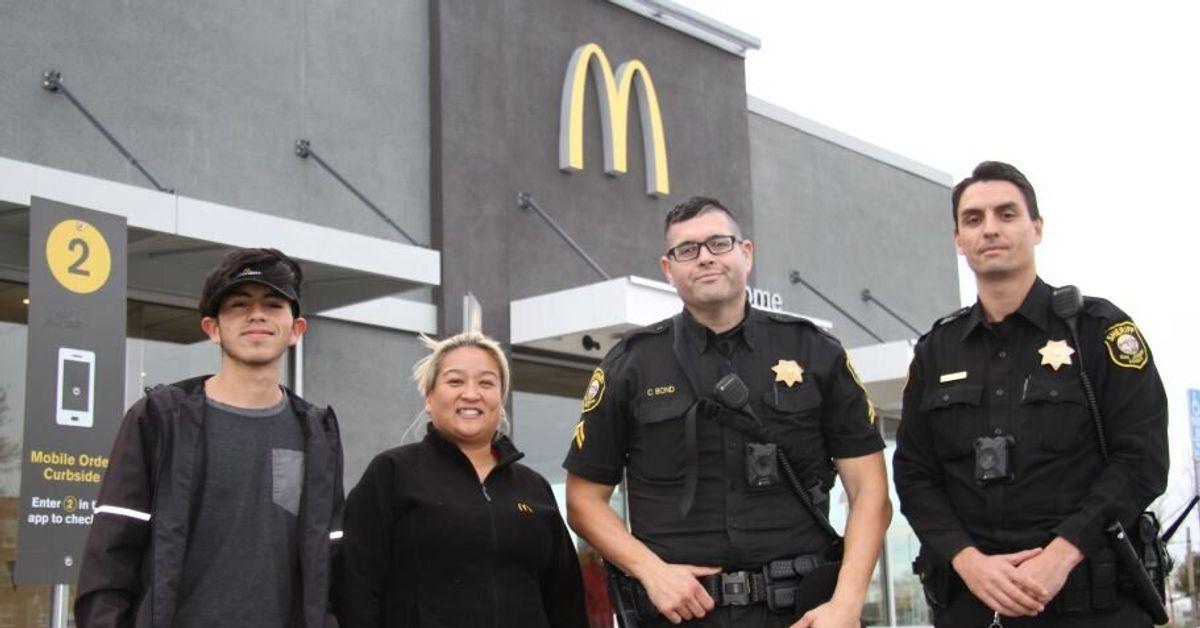 """El personal de McDonald's asiste a una mujer después de que ella dice """"Ayúdame"""" en Drive-Thru thumbnail"""