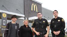 McDonald ' s-Mitarbeiter Helfen Frau, Nachdem Sie von Mund 'Helfen Sie Mir' In Drive-Thru