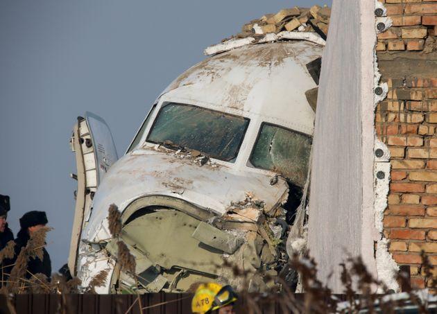 Συντριβή αεροσκάφους με 100 επιβαίνοντες στο Καζακστάν - Νεκροί αλλά και πολλοί επιζώντες