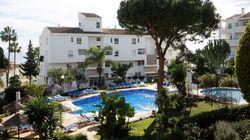 Un familiar de los tres muertos en una piscina en Mijas (Málaga) declara que ninguno sabía