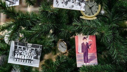 Πρώην κάτοικοι του Τσερνόμπιλ στόλισαν χριστουγεννιάτικο δέντρο στην