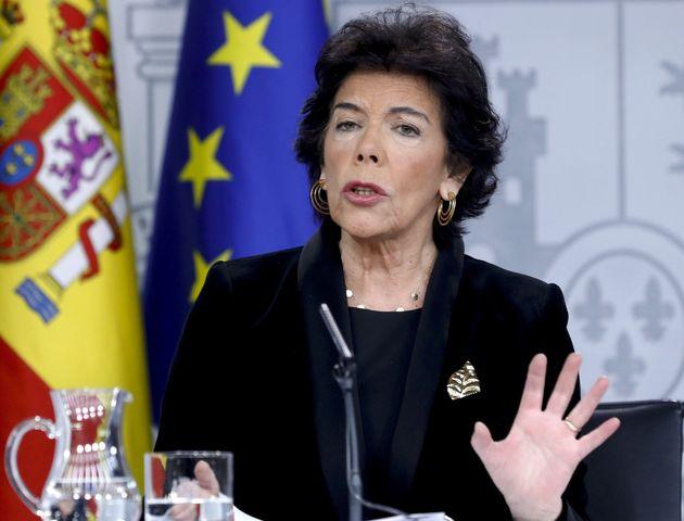 La portavoz del Gobierno en funciones, Isabel Celaá, en la rueda de prensa del Consejo de