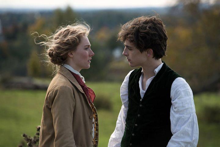 """Saoirse Ronan est à l'affiche du film """"Les Filles du docteur March"""", aux côtés de Timothée Chalamet."""